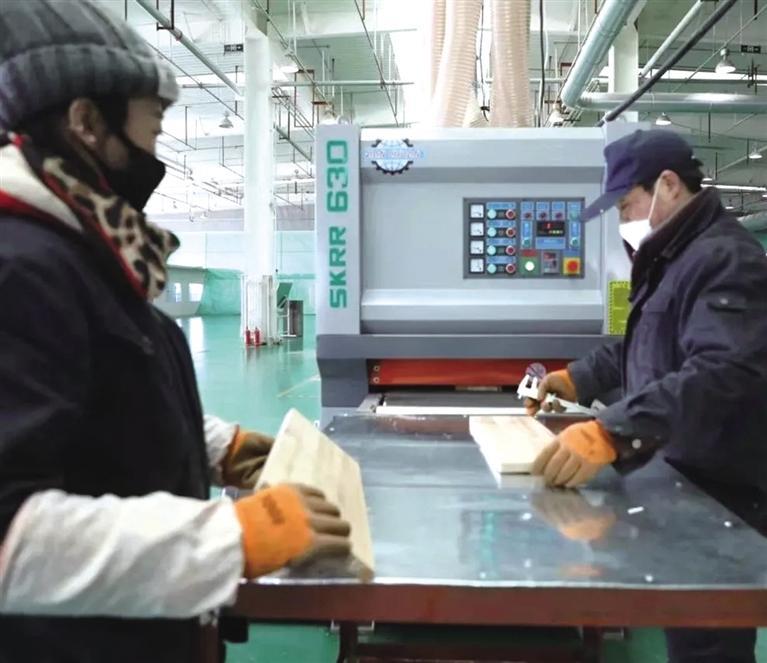 新区木材产品首次出口越南